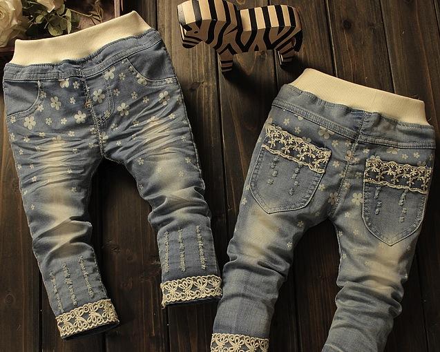 Jeans Coralie cu broderie aplicata