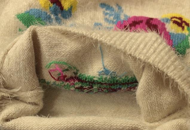 Pulover Adelisa pufos cu flori colorate 2