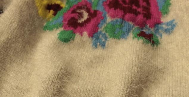 Pulover Adelisa pufos cu flori colorate 3