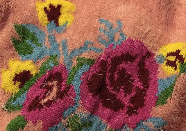 Pulover Adelisa pufos cu flori colorate 6