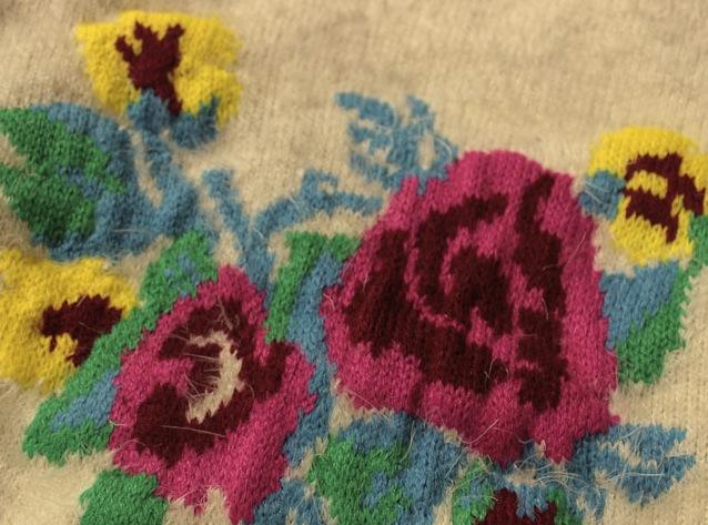 Pulover Adelisa pufos cu flori colorate 5