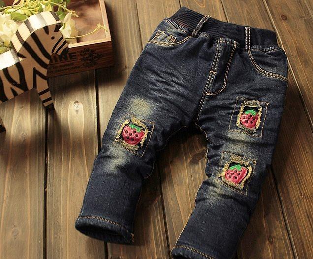Jeansi dublati cu capsuni brodate aplicate model Fiorenza