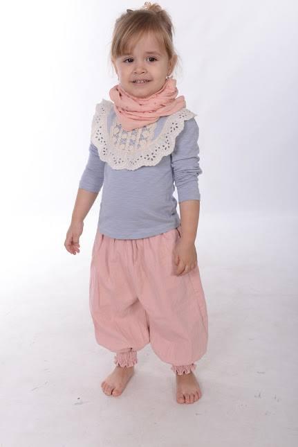 Pantaloni vaporosi cu textura moderna model Amy
