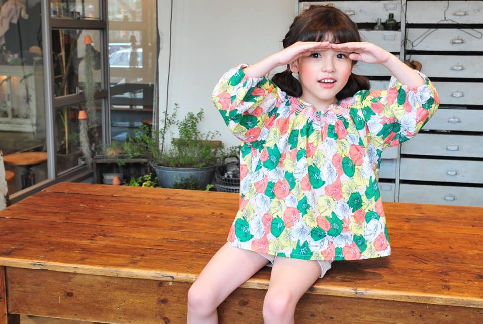 Bluza supradimensionata cu motive florale model Clara