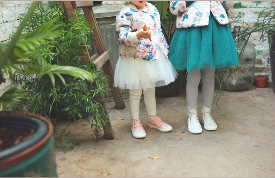 Pantaloni delicati cu dantela aplicata model Mina